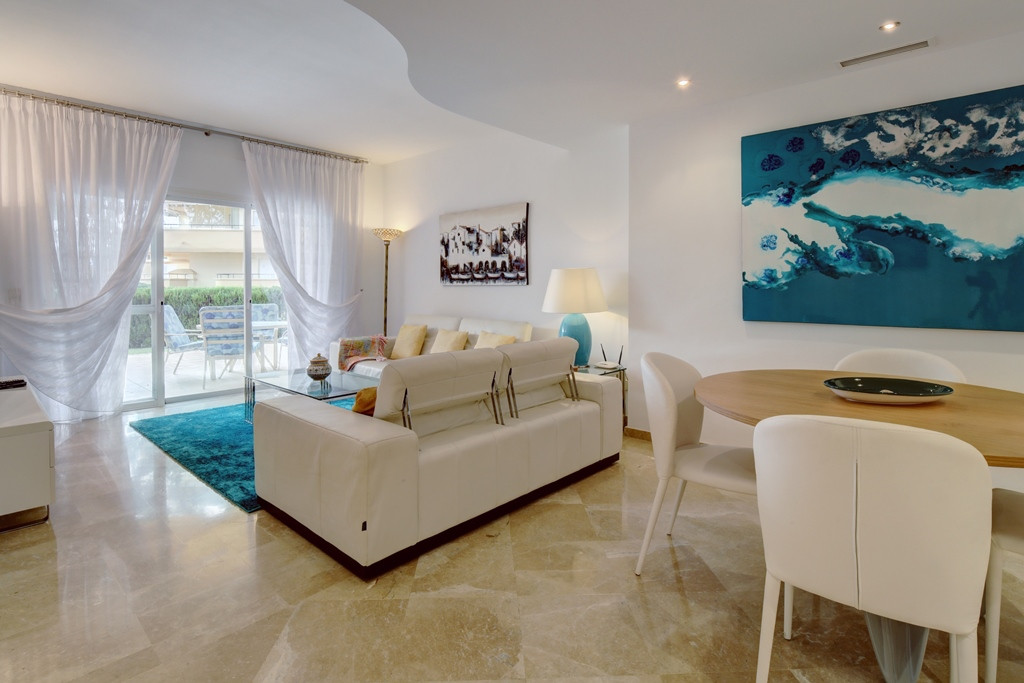 Spacious three bedroom apartment Elviria Hills