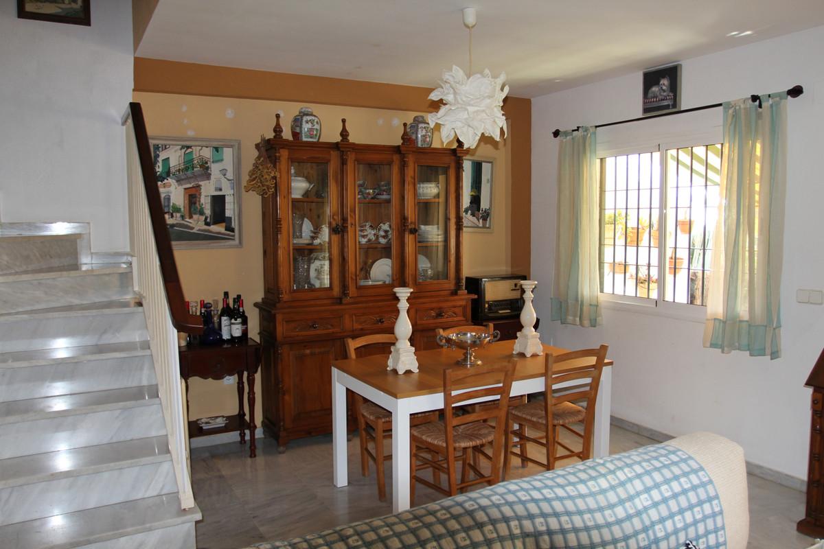 Adosada en Venta en Marbella – R3549502