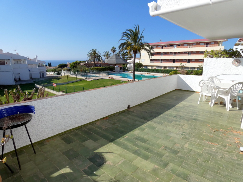 A huge sunny South facing terrace with great pool, garden and sea views. Restaurants, supermarkets a, Spain