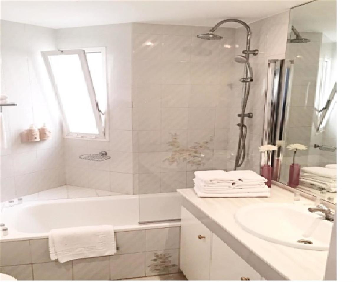 Appartement te koop in Calahonda R3405367