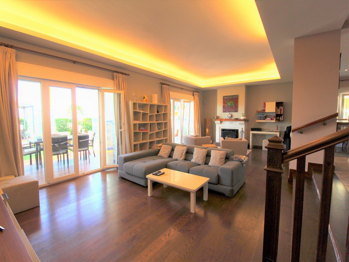 4 Bedroom Terraced Townhouse For Sale New Golden Mile