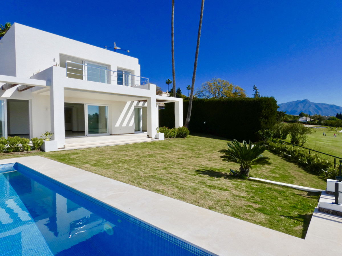A fantastic brand new villa overlooking the golf course with a private access to the golf field and , Spain