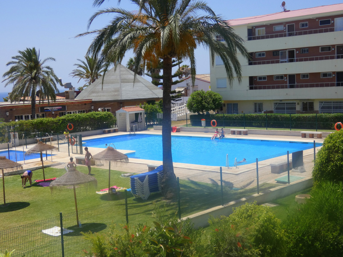Lovely 2 bedroom 2 bathroom apartment with LARGE TERRACE WITH SEA-VIEW ,ONLY 300 METRES TO BEACH! Si, Spain