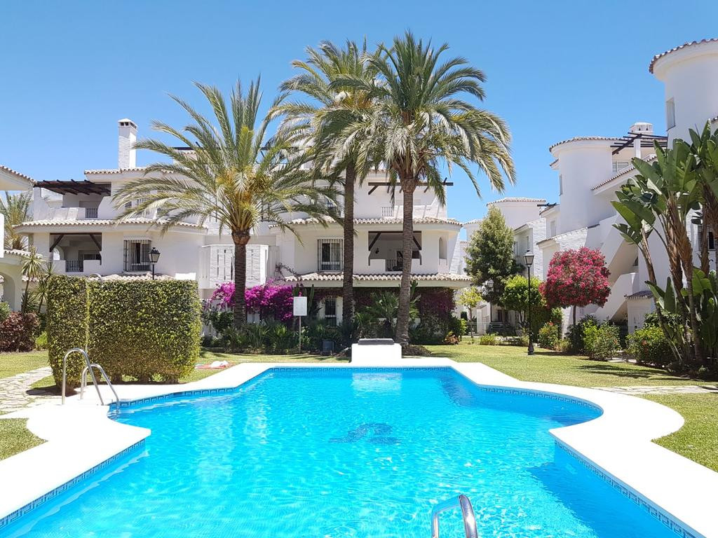 Wonderful Townhouse with 3 beds 2.5 bathrooms situated in the sought after Urbanisation of Los Naran,Spain