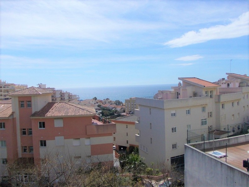 Great 2 bed 2 bath apartment 200 metres from the beach in Torrequebrada, Benalmadena Costa. The apar, Spain