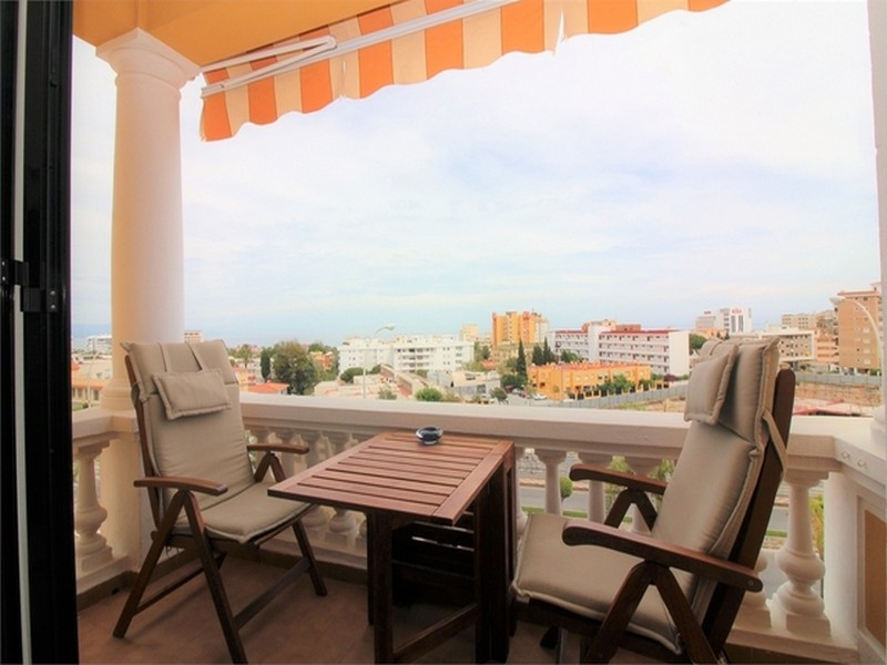 Beautiful apartment , in the area of La Carihuela , all renovated, spacious living room with access , Spain