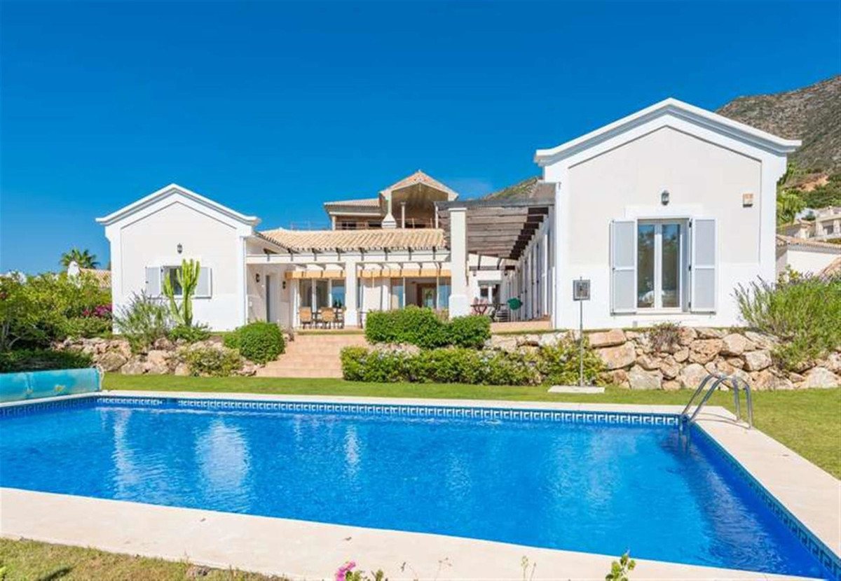 Superb one level villa built on a privileged position within Sierra Blanca Country Club, development,Spain