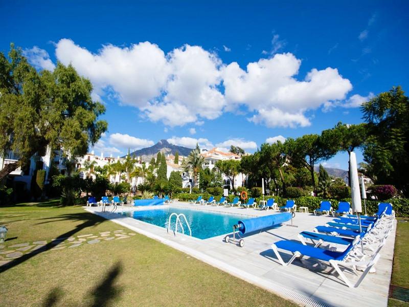 Marbella Banus Apartamento Planta Media en venta en The Golden Mile – R3367903
