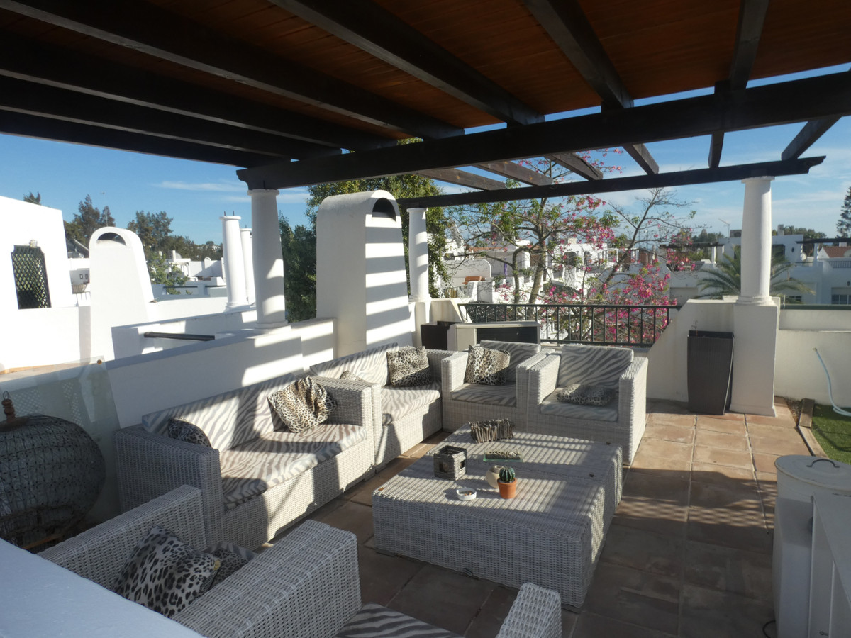Fantastic Townhouse with 3 bed 2.5 bathrooms in sought after area.  Ground level consists of Large l, Spain