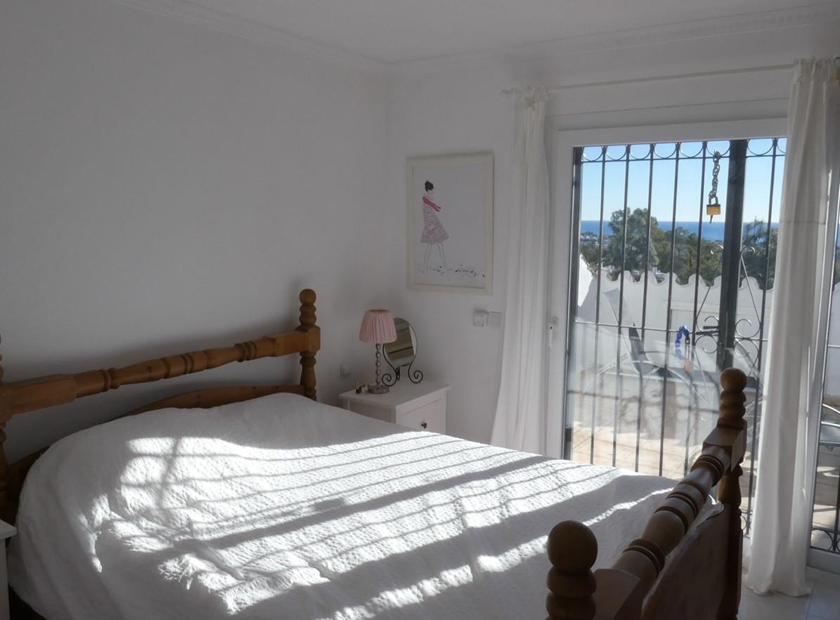 Unifamiliar con 5 Dormitorios en Venta Calahonda