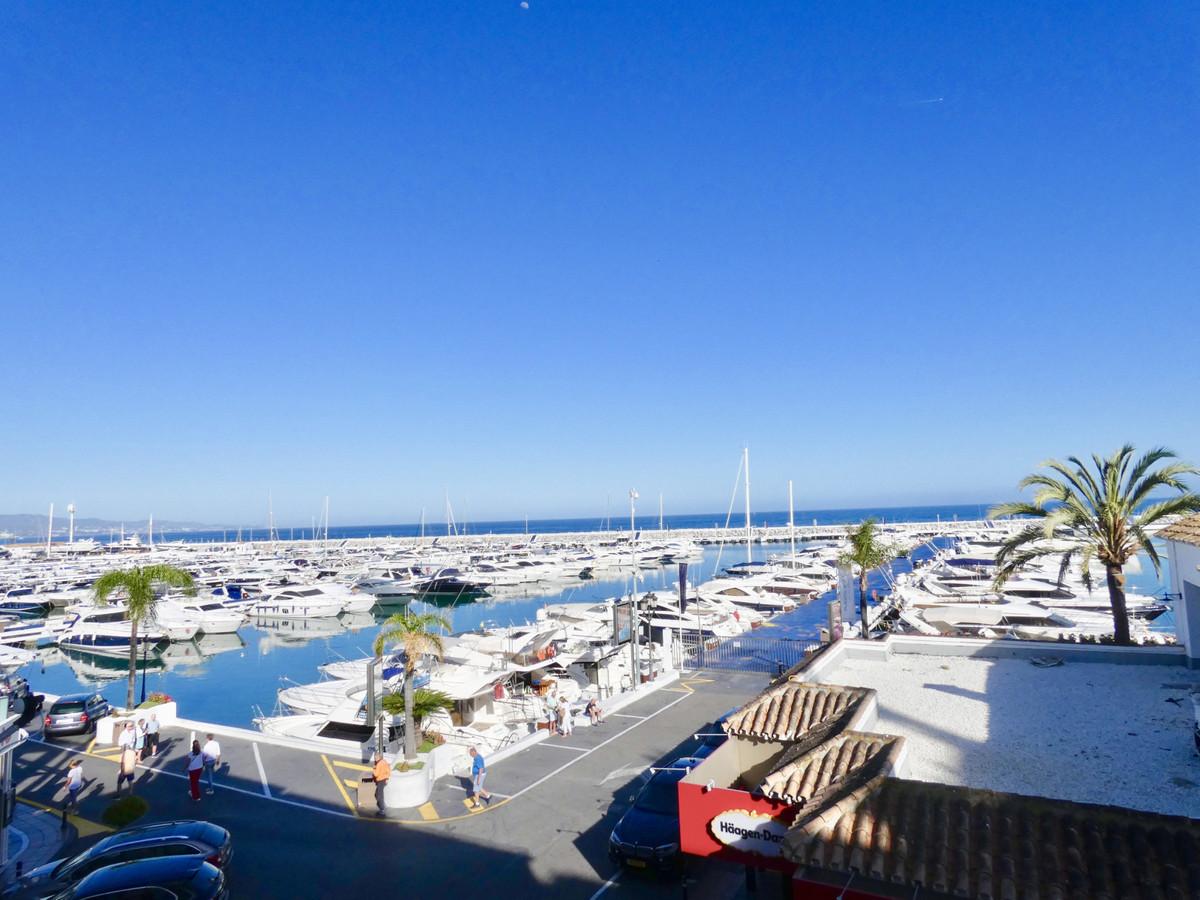 Marbella Banus Apartamento Planta Media en Venta en Puerto Banús – R3438745