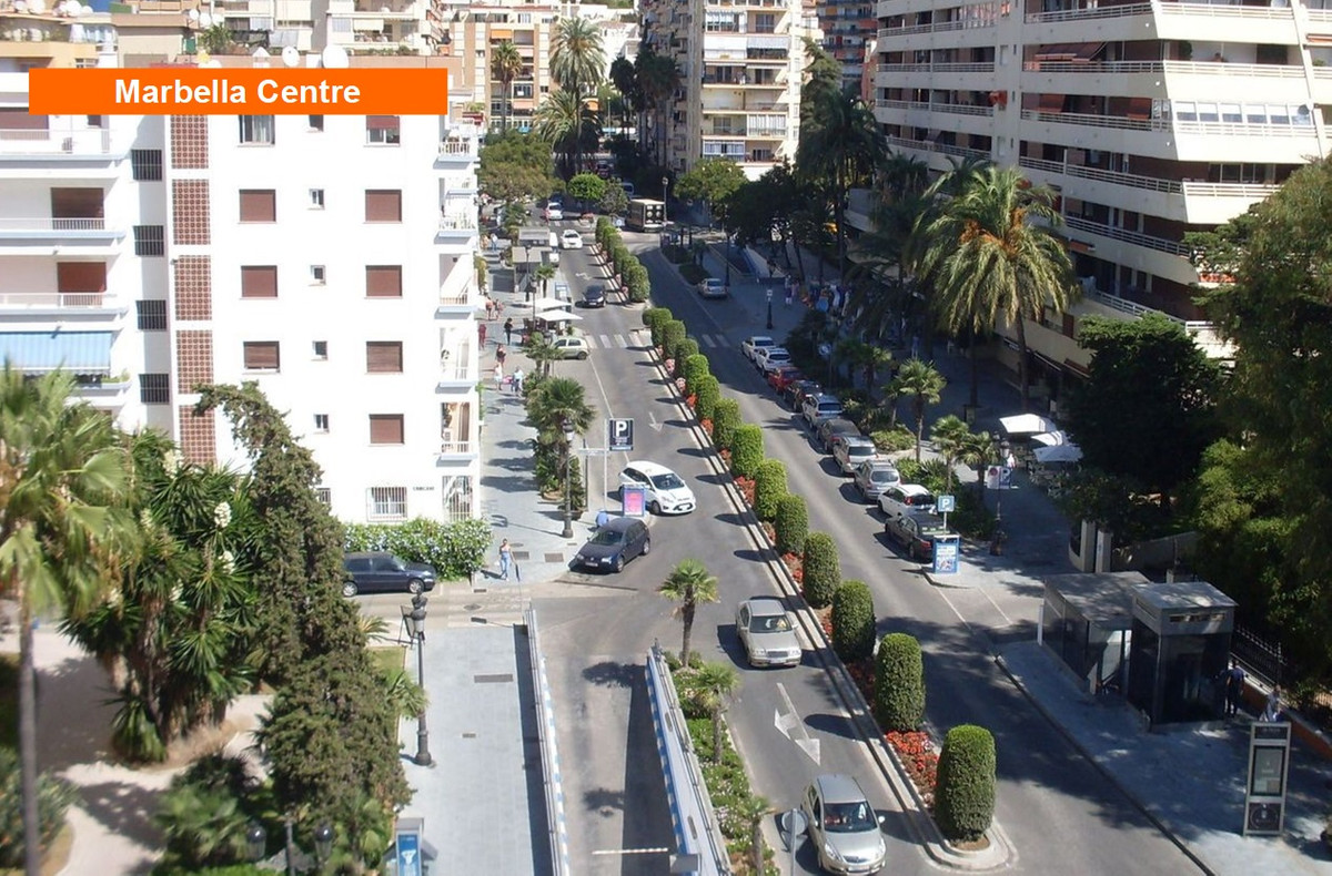 Lovely 2 bedroom apartment just 100 meters from the beach of La Fontanilla, surrounded by everything, Spain