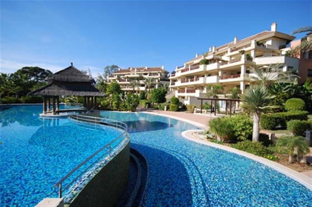 Marbella Banus Apartamento Planta Baja en Venta en Puerto Banús – R3444469