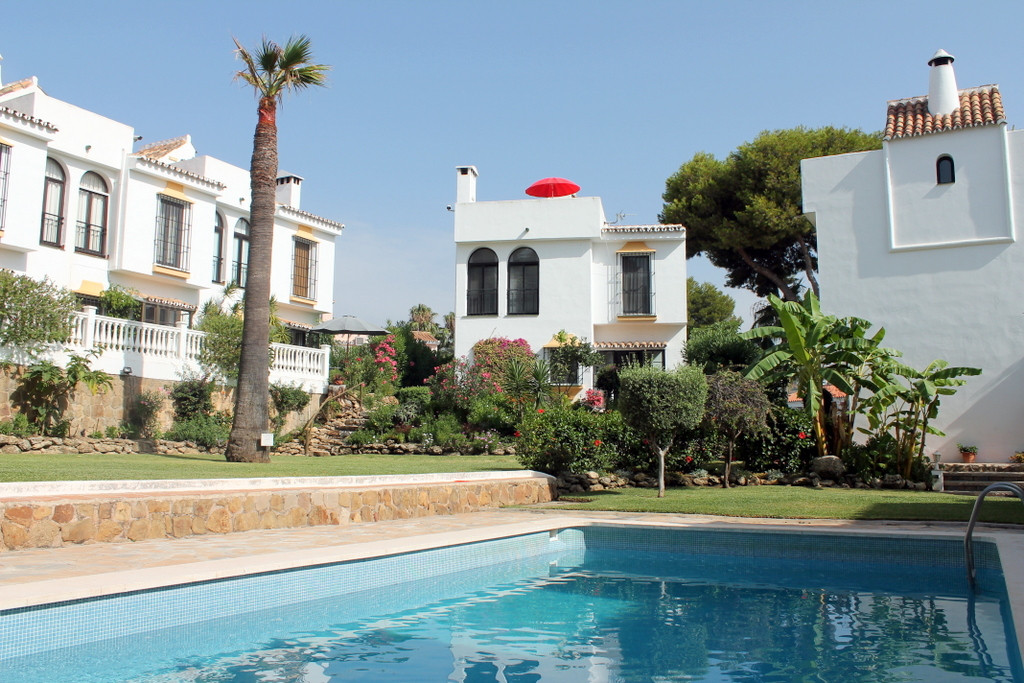 A superb detached villa in this sought after location of Fuentes de Calahonda, within walking distan,Spain