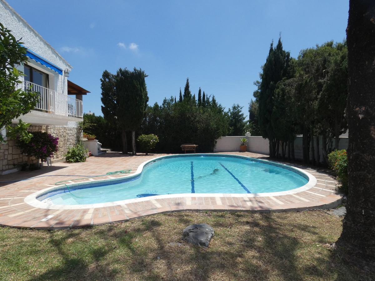 Lovely Andalucian type villa with 5 bedrooms and 4 bathrooms  in the highlly sought after area of Nu,Spain
