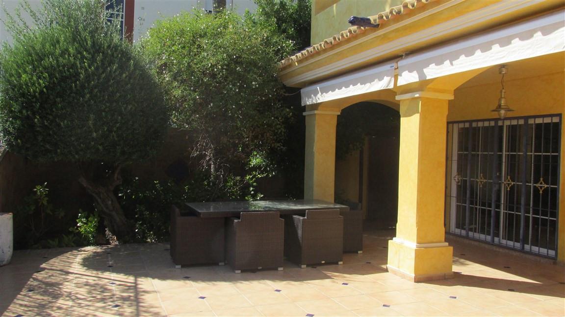 Villa en Venta en Atalaya – R2768516