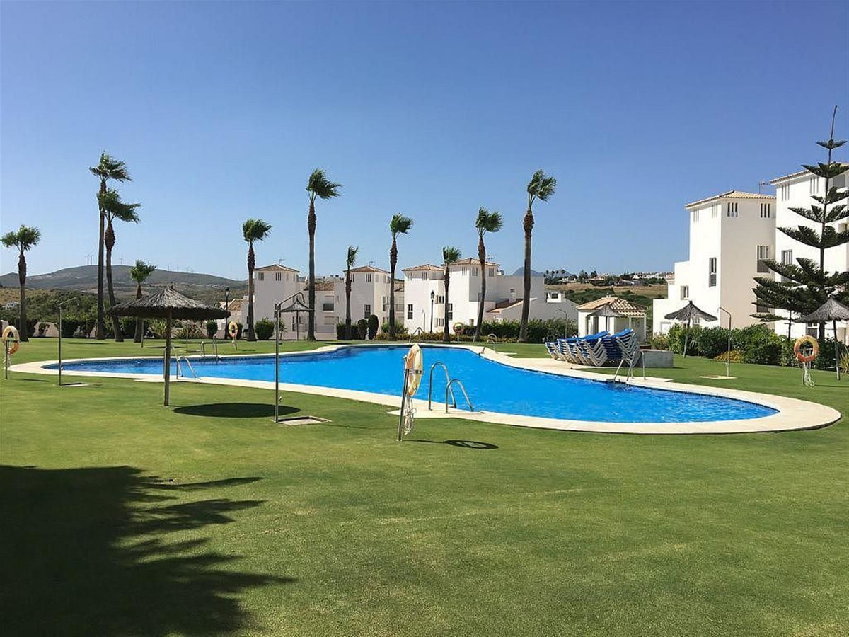 Lovely 2 bed 2 bath Middle Floor Apartment close to Duquesa Port and Castle.  From the terrace you h, Spain
