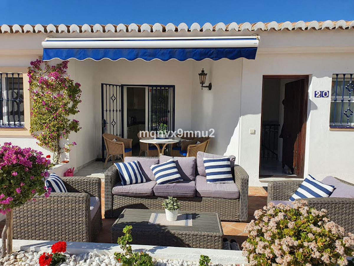 Immaculately presented townhouse in the well located and well constructed urbanisation of el Tomilla,Spain