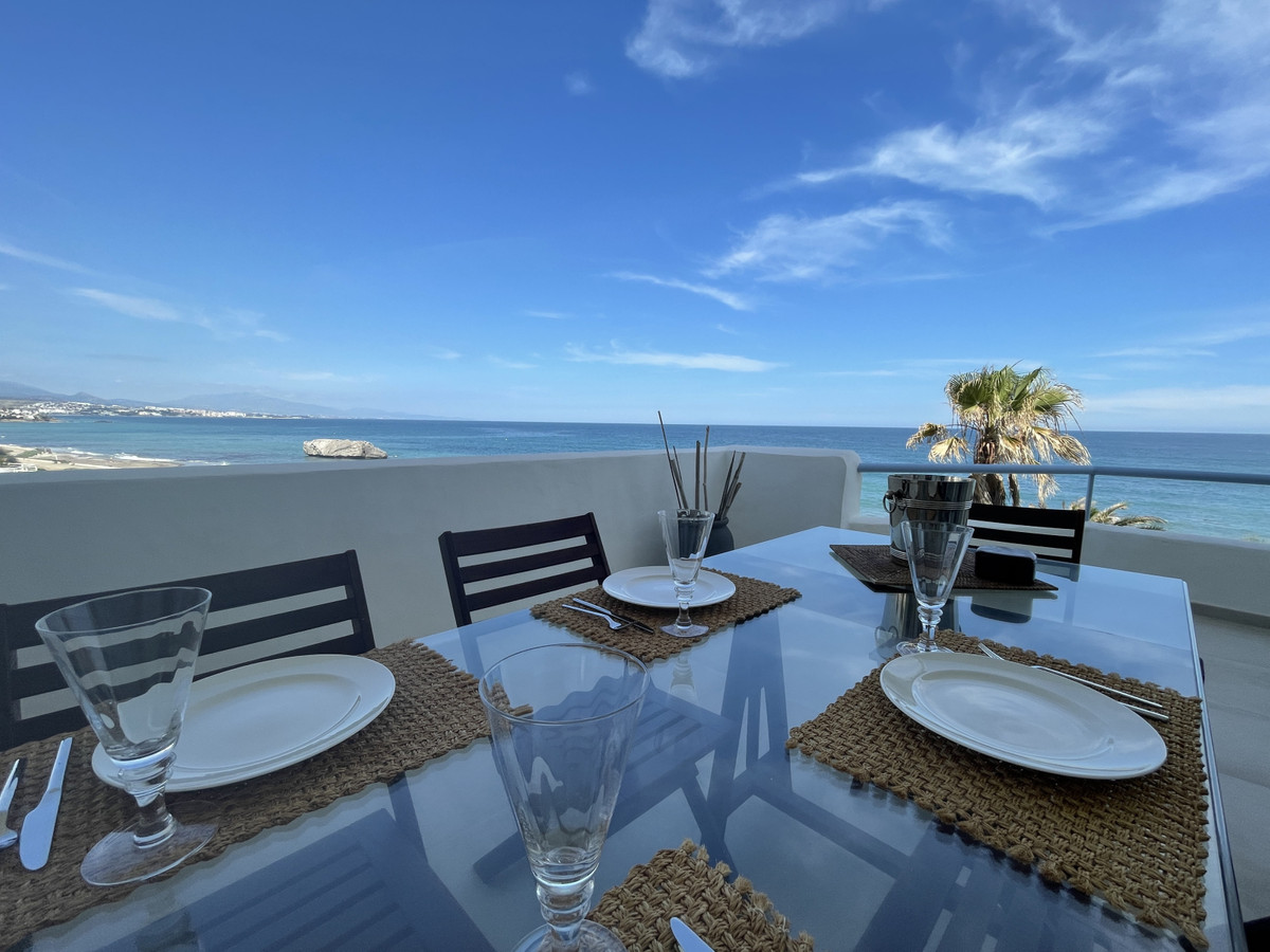 Apartment  Penthouse for sale  and for rent  in Casares Playa