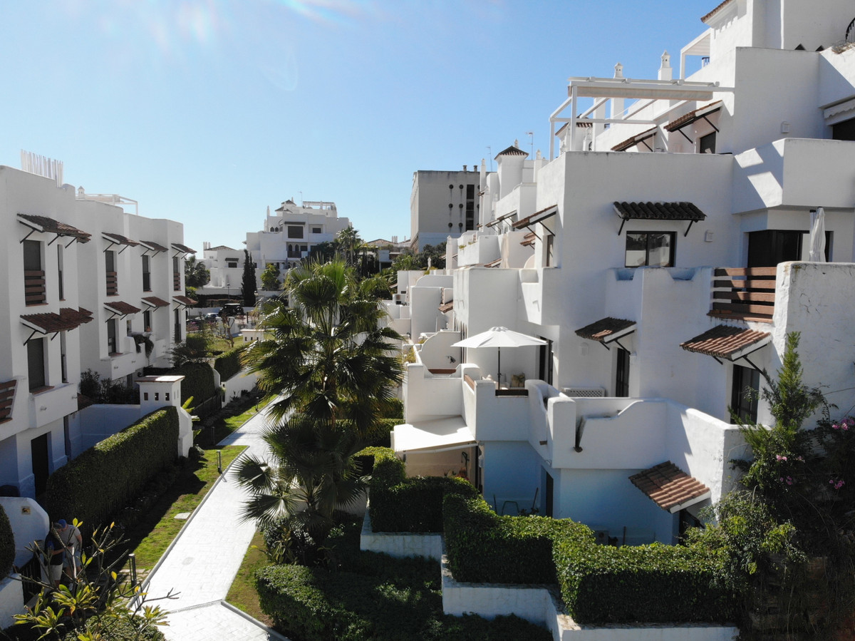 Apartment Middle Floor Estepona Málaga Costa del Sol R3628295