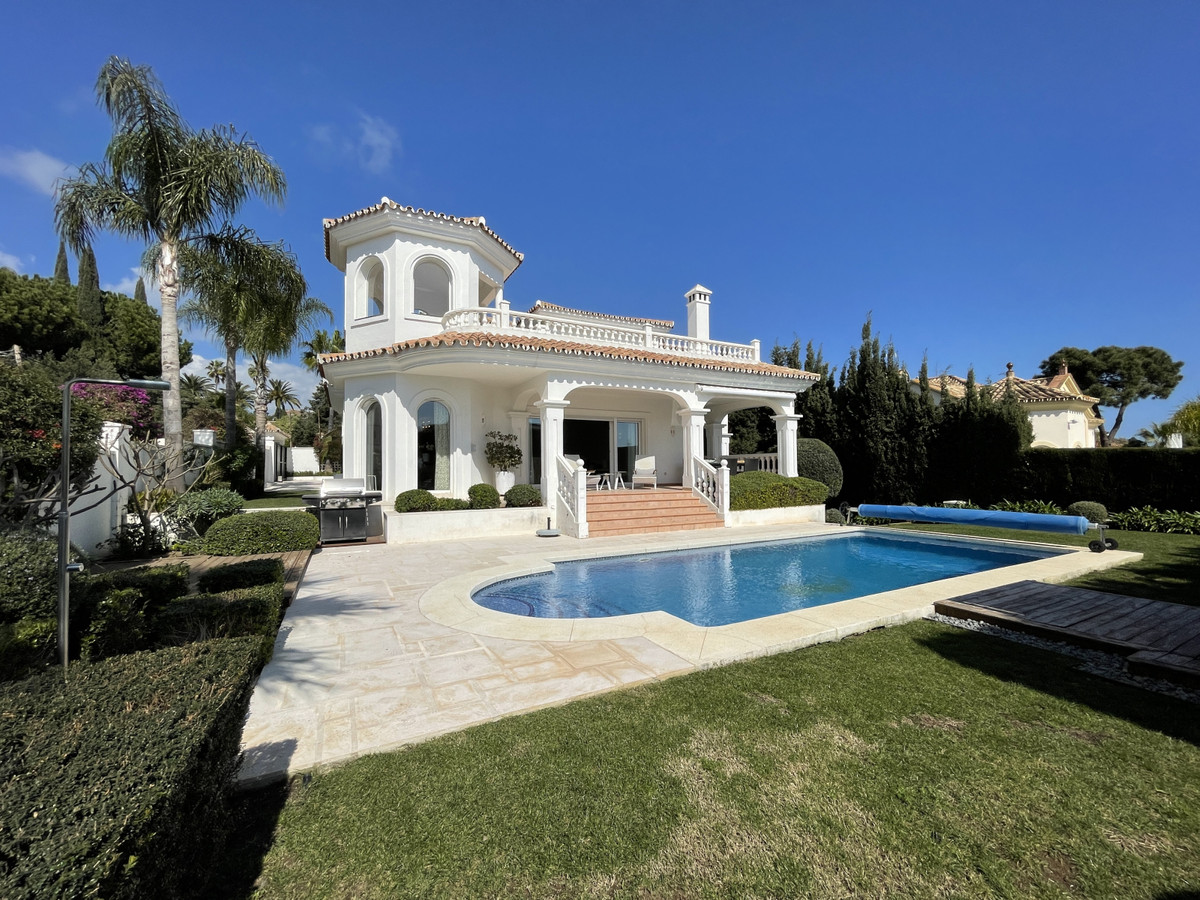 Villa  Detached 													for sale  															and for rent 																			 in Marbesa
