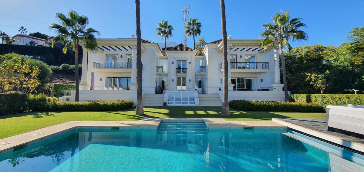 Detached Villa for sale in Hacienda Las Chapas R3744094
