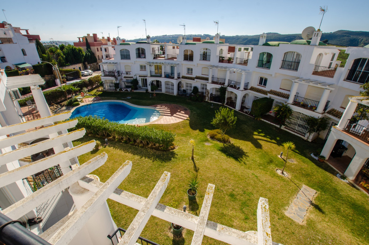 3 Bedroom Terraced Townhouse For Sale La Duquesa