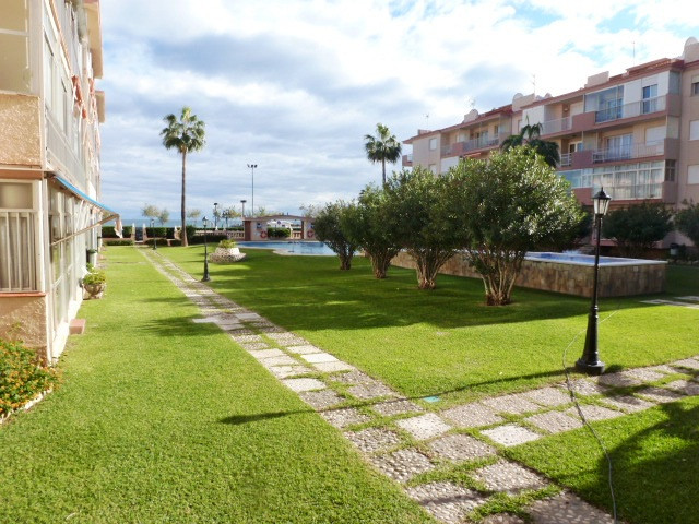 Fantastic ground floor apartment in a very desirable first line beach complex in Fuengirola. Large c,Spain