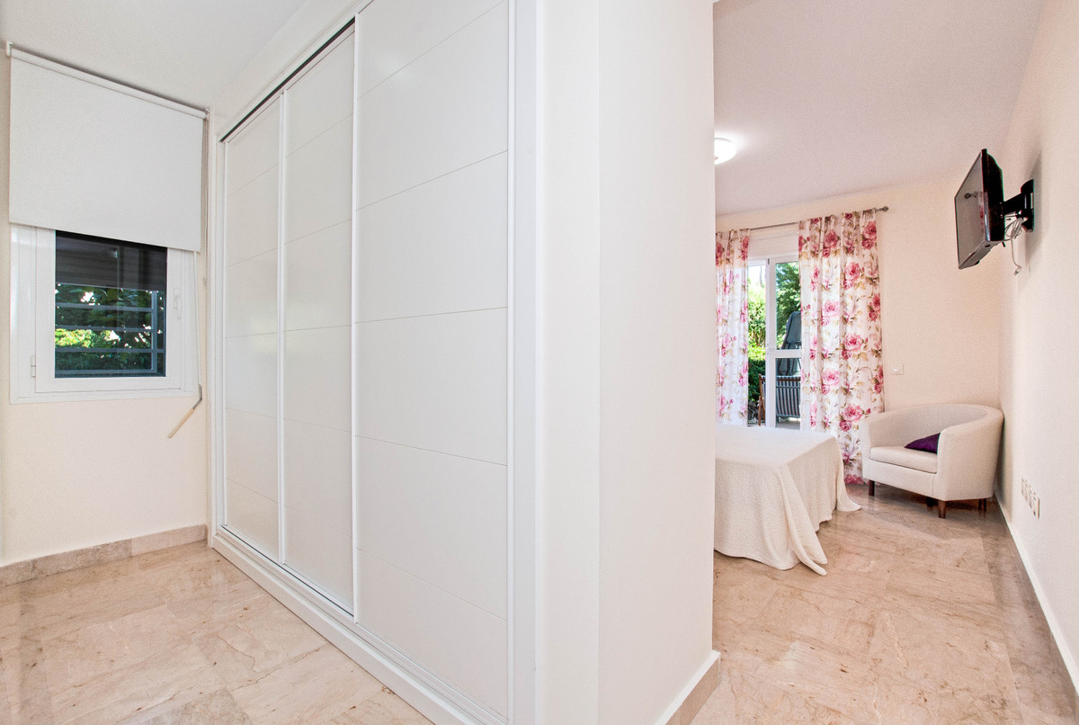 3 Bedroom Ground Floor Apartment For Sale Selwo
