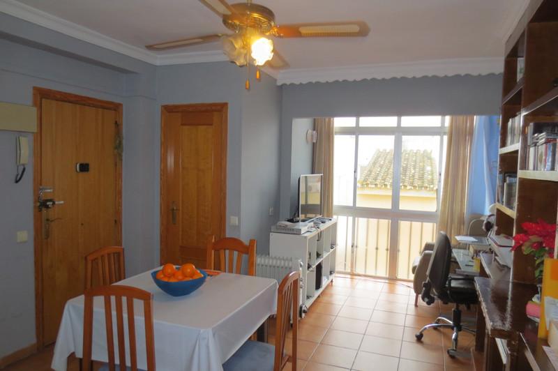 Marbella Banus Apartamento Planta Media en venta en Los Boliches – R3602798