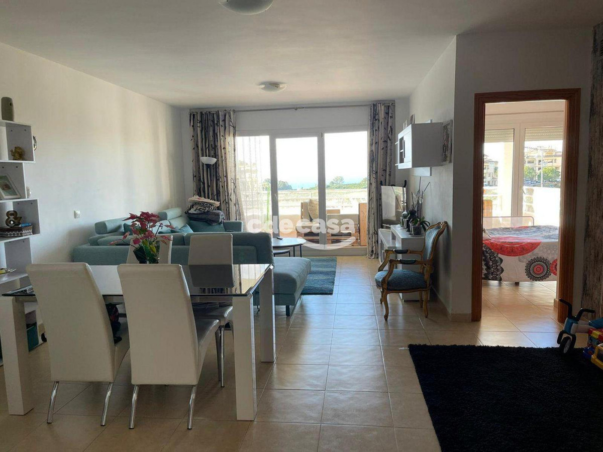 Middle Floor Apartment, Selwo, Costa del Sol. 2 Bedrooms, 2 Bathrooms, Built 104 m², Terrace 20 m². , Spain