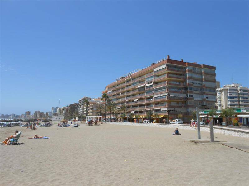 Right on the beautiful beaches of Los Boliches, a stunning and spacious corner apartment. Ideal for , Spain