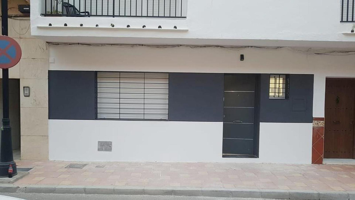 Fantastic ground floor apartment in Fuengirola, close to all amenities , and public transport. 2nd l, Spain
