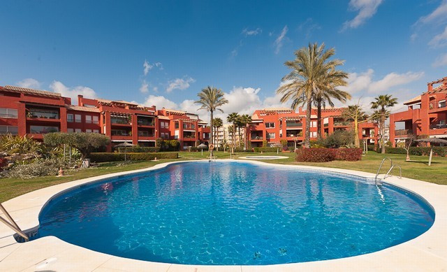 Spacious and light apartment dropped from 229.000 Euros! Near the popular golf resort of Mijas Golf,, Spain