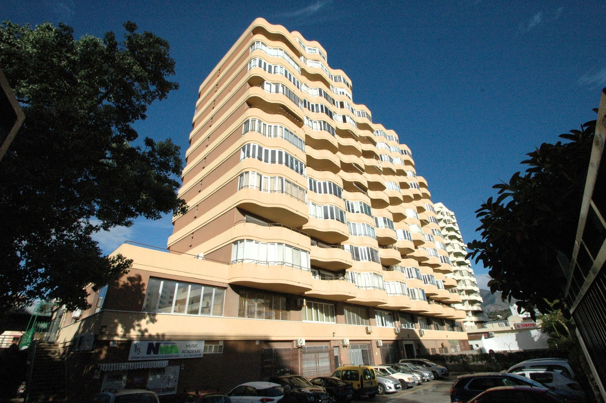 Office, , Costa del Sol. Built 152 m².  Setting : Town, Close To Shops, Close To Sea. Orientation : ,Spain