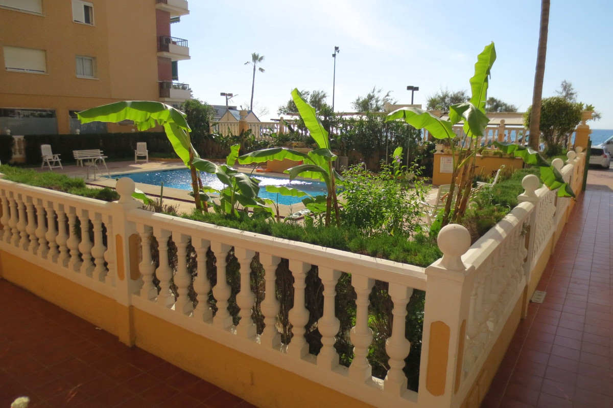 Ground Floor Apartment, Fuengirola, Costa del Sol. Built 32 m².  Setting : Beachfront, Town, Close T, Spain