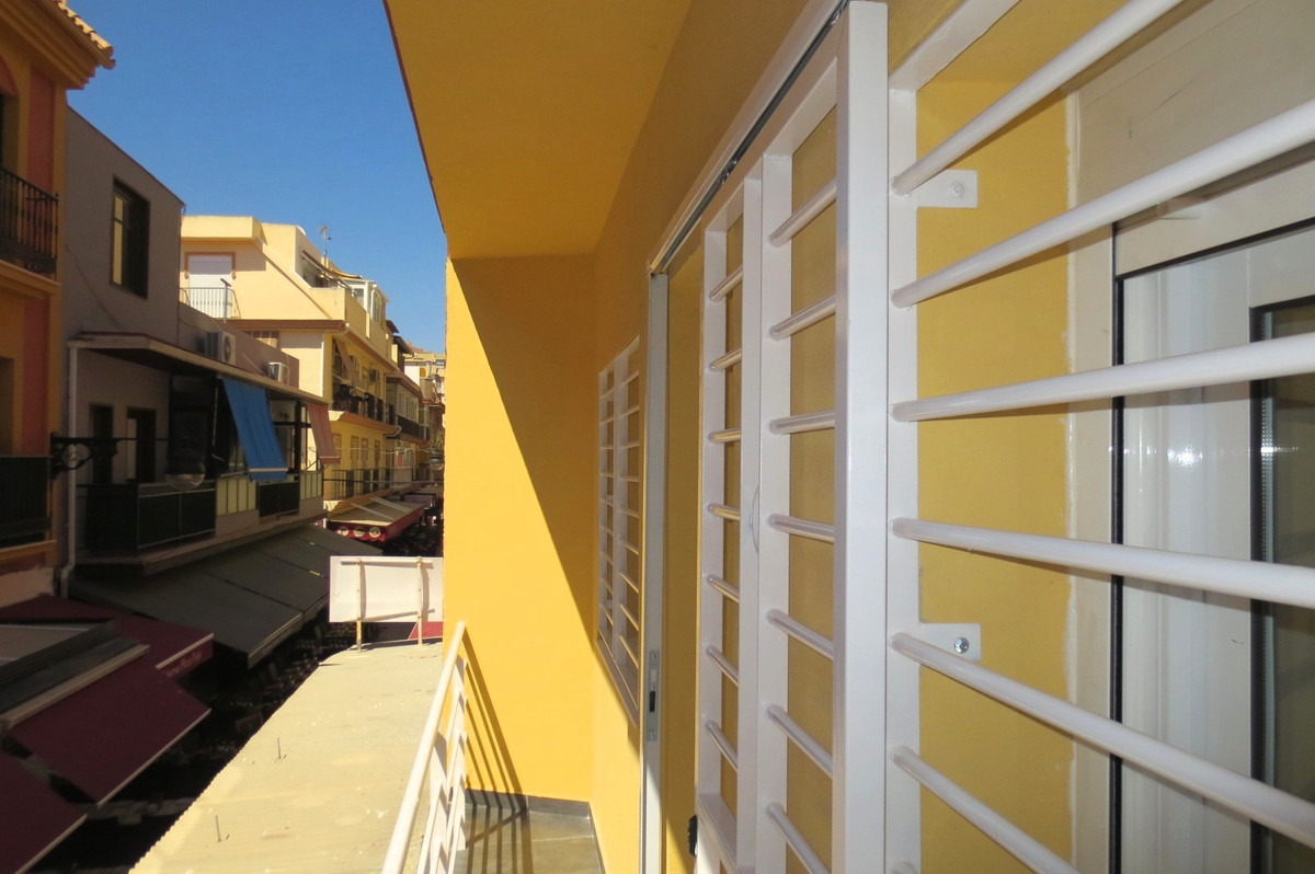 Middle Floor Apartment, Fuengirola, Costa del Sol. 3 Bedrooms, 2 Bathrooms, Built 61 m², Terrace 4 m, Spain