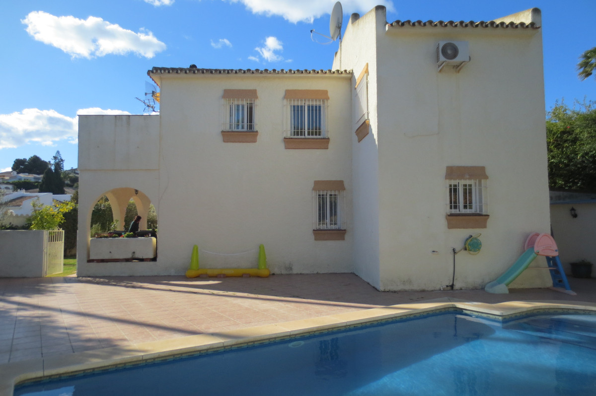 FANTASTIC VILLLA ON THE OUTSKIRTS OF FUENGIROLA (ONLY 5 MINS DRIVE ) CLOSE TO SUPERMARKET, DAILY BUS, Spain
