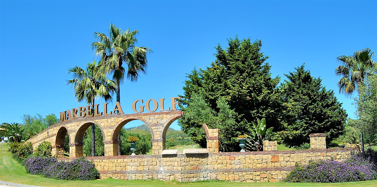 BEAUTIFUL TOWN HOUSE IN GATED COMPLEX WITH GOLF.  In a gated urbanization with 24 hour security, sur,Spain