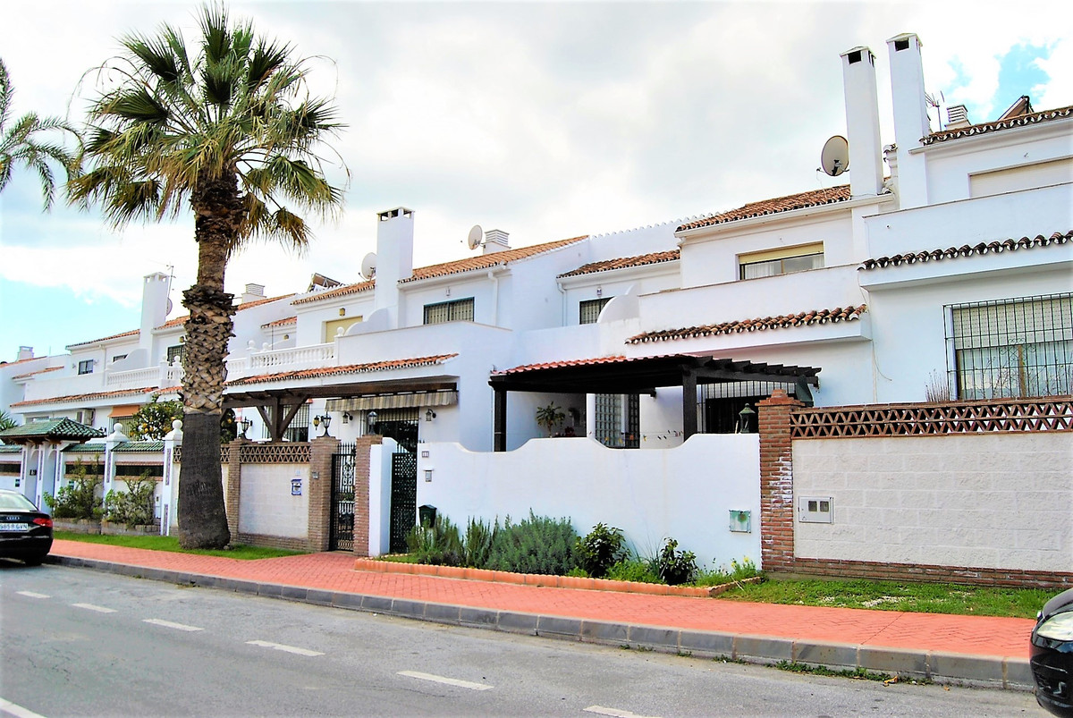 BEAUTIFUL TOWNHOUSE A FEW MINUTES FROM SAN PEDRO`S BEACH  The property consists of 3 floors with out, Spain
