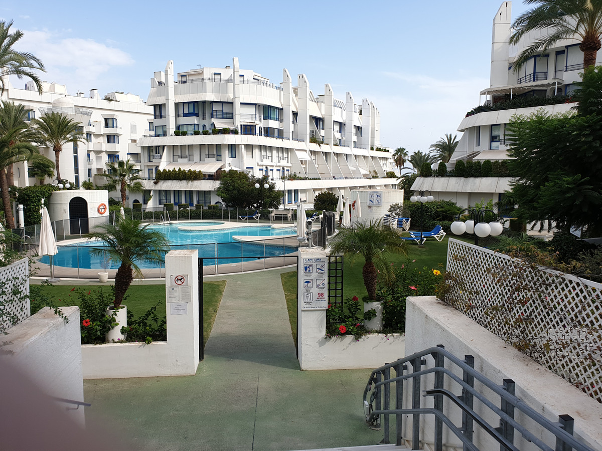 Middle Floor Apartment, Marbella, Costa del Sol. 2 Bedrooms, 3 Bathrooms, Built 120 m², Terrace 10 m,Spain