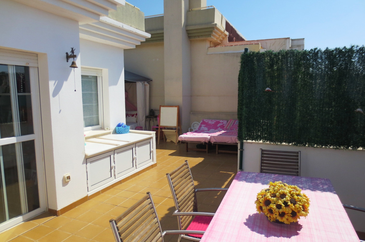 Penthouse, Las Lagunas, Costa del Sol. 3 Bedrooms, 2 Bathrooms, Built 95 m², Terrace 105 m².  Settin, Spain