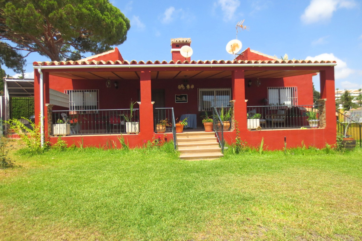 Detached Villa, Calahonda, Costa del Sol. 4 Bedrooms, 2 Bathrooms, Built 140 m², Terrace 40 m², Gard, Spain