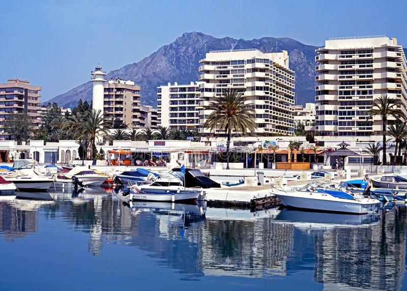 Marbella Banus Apartamento Planta Media en venta en Marbella – R3085954