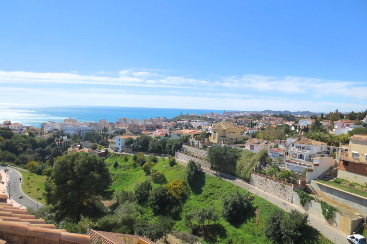 Townhouse, Torreblanca, Costa del Sol. 4 Bedrooms, 2 Bathrooms, Built 196 m², Terrace 40 m².  Settin, Spain