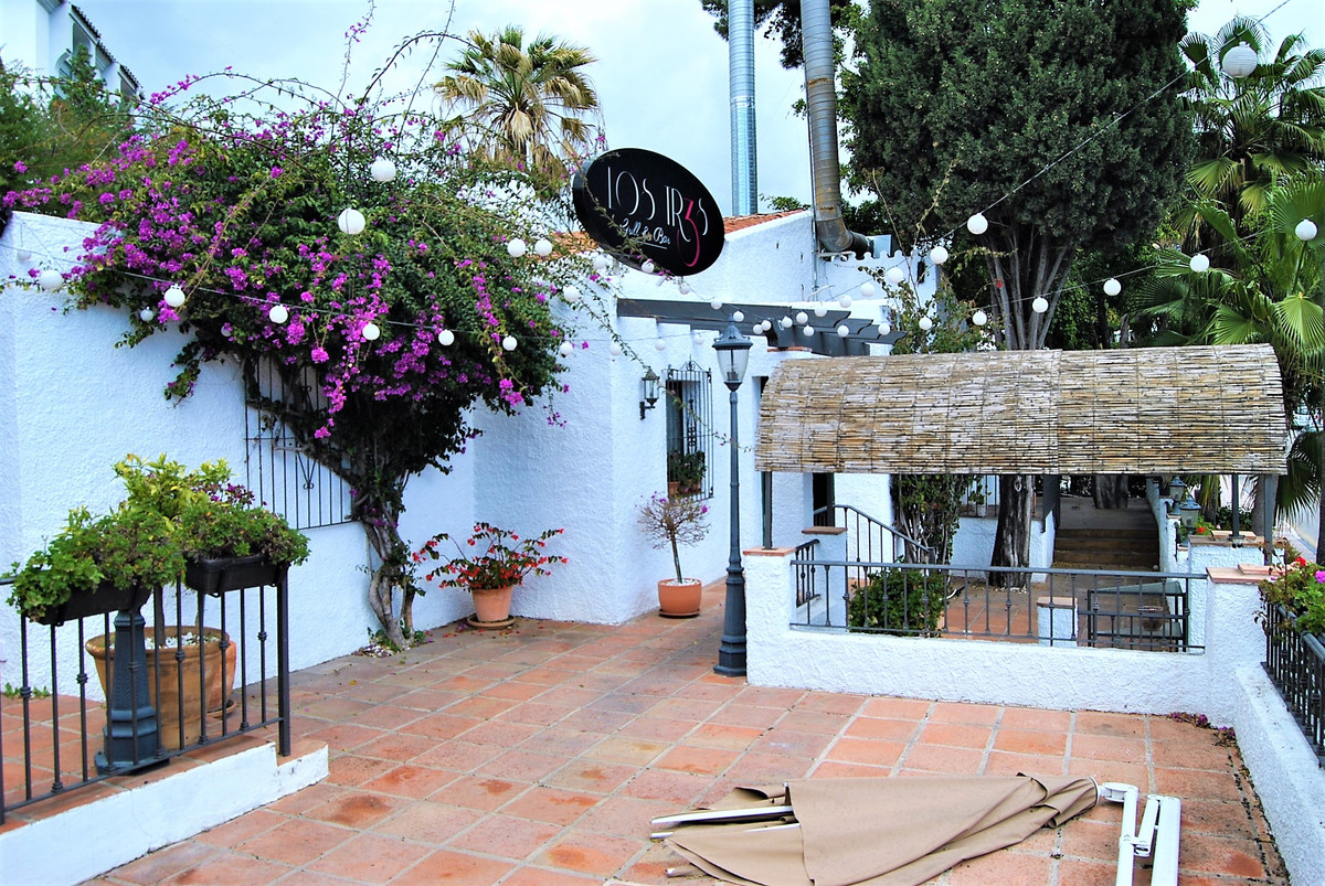 FANTASTIC RESTAURANT IN NUEVA ANDALUCIA WITH LARGE TERRACES.  In one of the best locations in Nueva , Spain