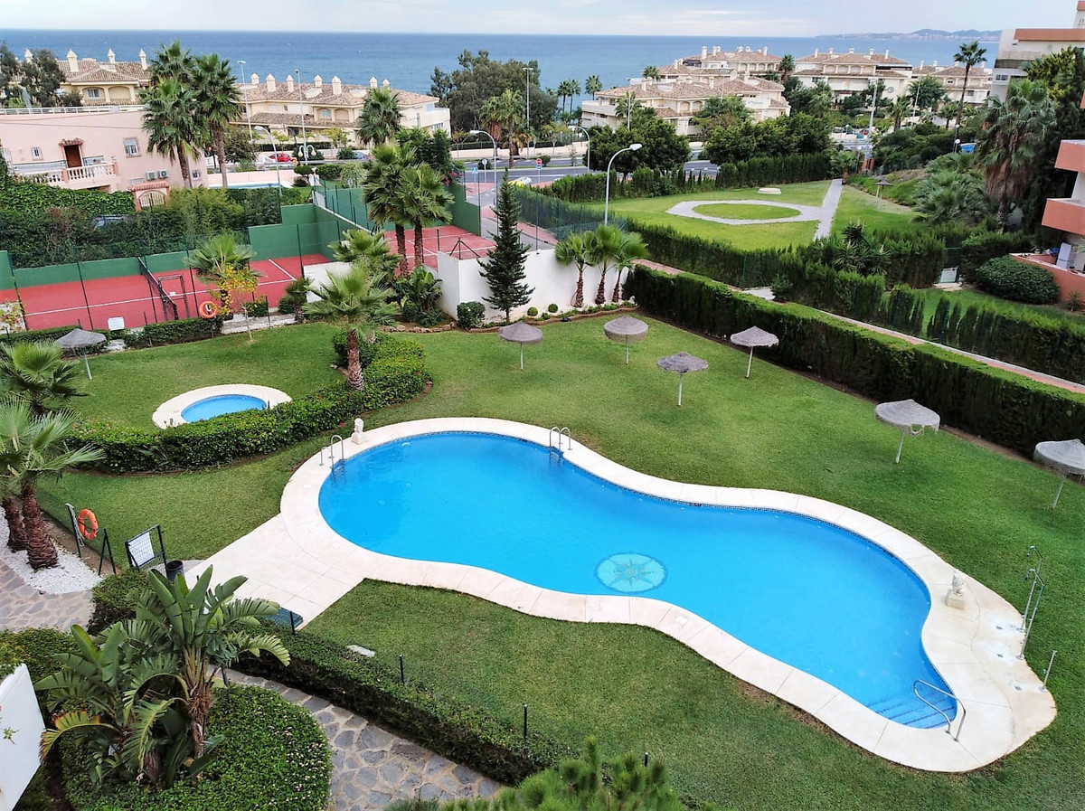 Spectacular apartment 2 bedrooms, 2 bathrooms apartment in one of the best urbanizations of Torreque,Spain