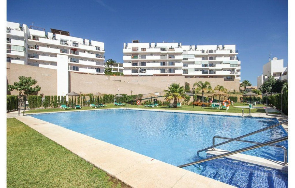 Nice 3 bed ground floor with 120 m2 garden. Underground parking. Easy acces to El Bombo beach and La,Spain