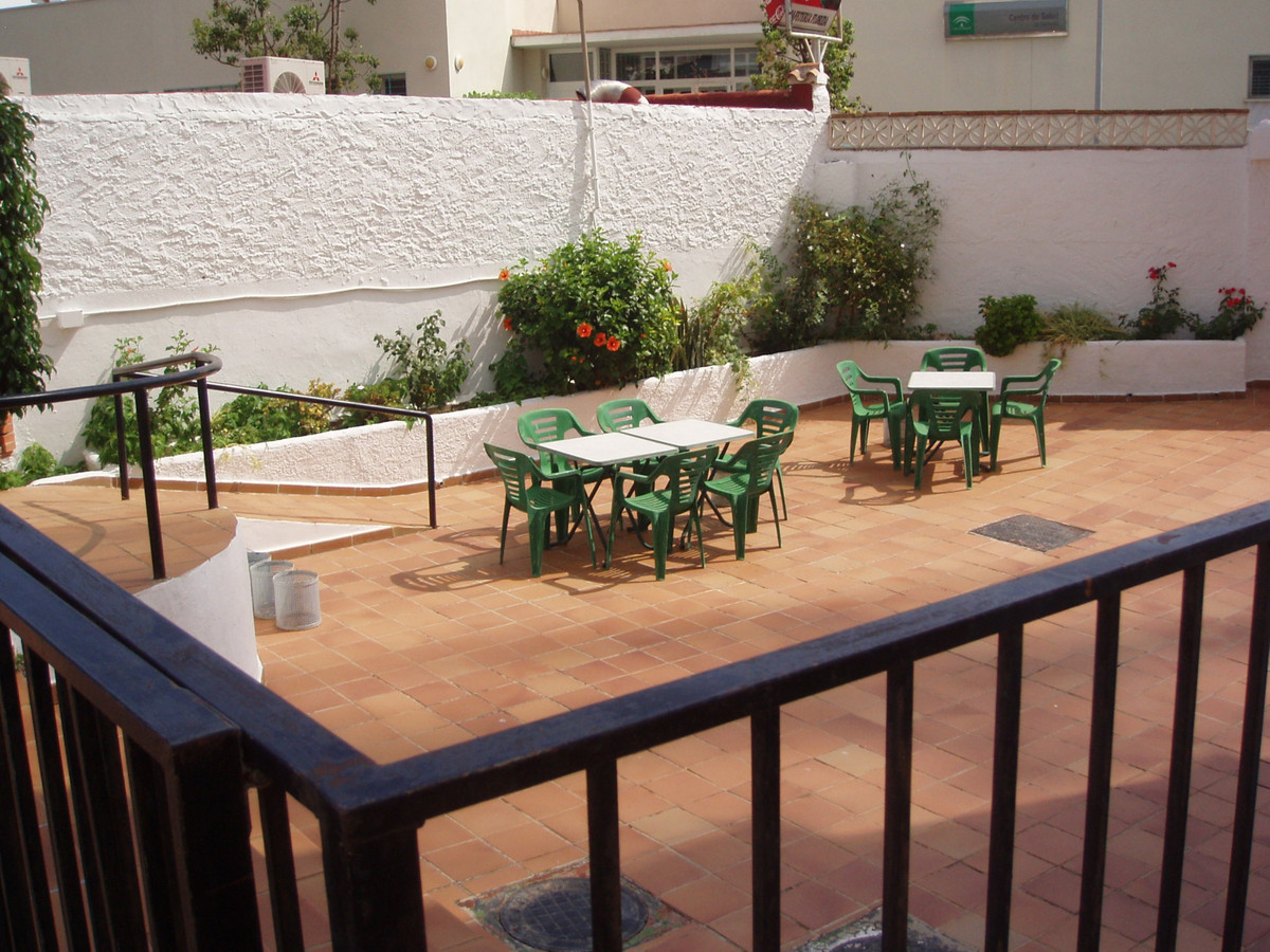 Lägenhet på mellanplan i Torremolinos R3013409