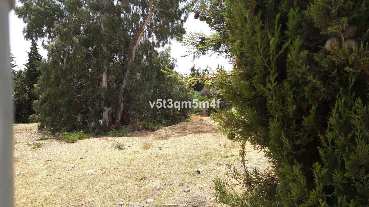 4-bed-Residential Plot for Sale in Los Monteros